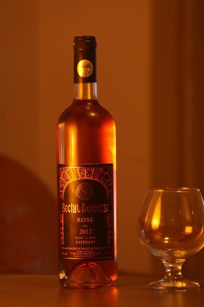 Beciul-Domnesc-sec-rose
